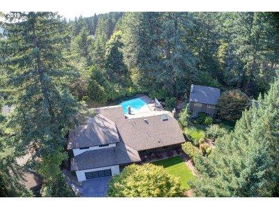 Lake Oswego Single Family Home For Sale: 16 Bernini Ct