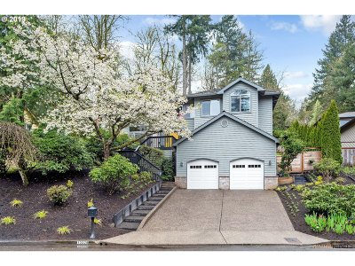 Multnomah County Single Family Home For Sale: 10329 SW 14th Dr