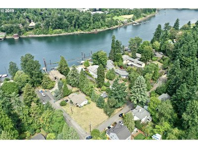 Milwaukie Residential Lots & Land For Sale: 909 SE Oak Grove Blvd