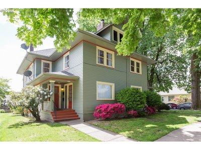 Clackamas County, Multnomah County, Washington County Multi Family Home For Sale: 2702 SE Main St
