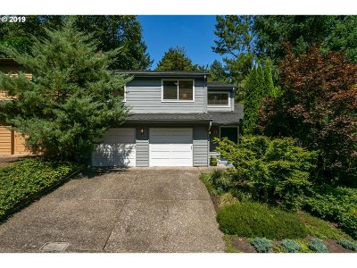 Lake Oswego Single Family Home For Sale: 21 Mountain Cir