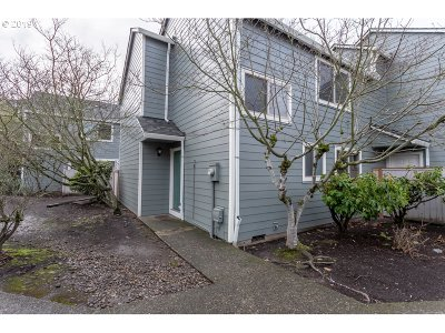 Beaverton Condo/Townhouse For Sale: 20450 SW Rosa Dr