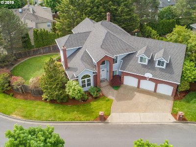 Lake Oswego Single Family Home For Sale: 5745 Bay Creek Dr