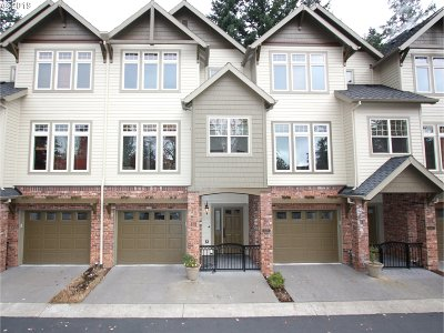 Clackamas County Condo/Townhouse For Sale: 5057 W Sunset Dr