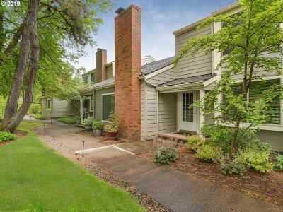 Lake Oswego Single Family Home For Sale: 1367 Bonniebrae Dr