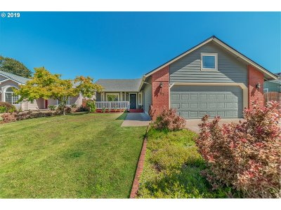 Eugene Single Family Home For Sale: 157 Redrock Way