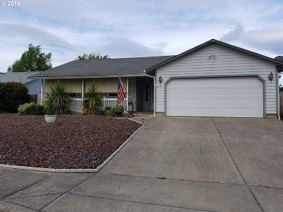 Myrtle Creek Single Family Home For Sale: 231 SE Debbie Way