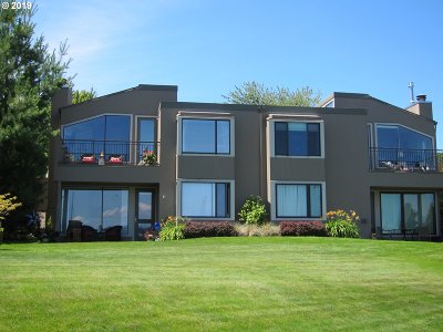 Multnomah County Condo/Townhouse For Sale: 545 N Tomahawk Island Dr #3