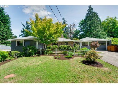 Lake Oswego Single Family Home For Sale: 1982 Wembley Park Rd