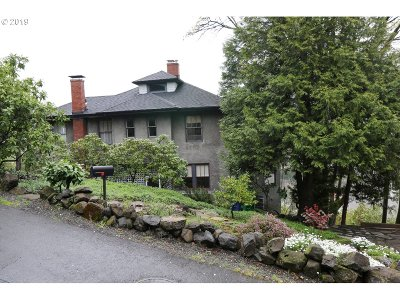 Portland Single Family Home For Sale: 2442 SW Sheffield Ave