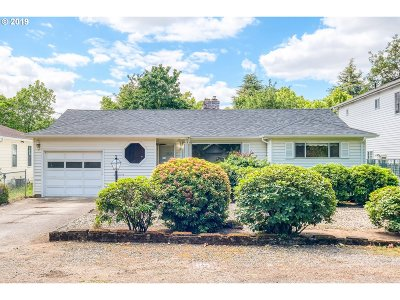 Portland Single Family Home For Sale: 8516 SE Mill St