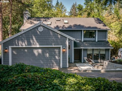 Lake Oswego Single Family Home For Sale: 18140 Pioneer Ct