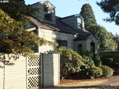 Gladstone Single Family Home For Sale: 5704 Glen Echo Ave