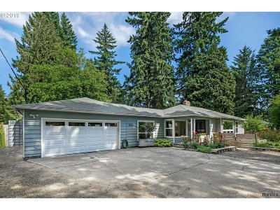 Portland Single Family Home For Sale: 8330 SW 80th Ave