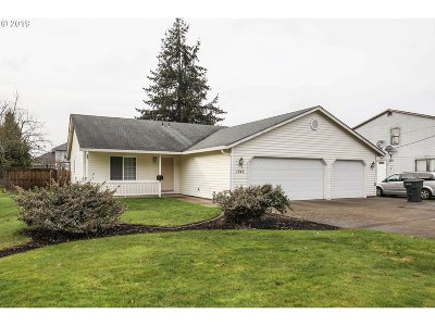 Cowlitz County Single Family Home For Sale: 1545 30th Ave