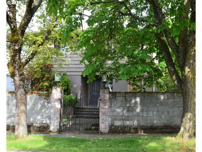 Single Family Home For Sale: 6730 N Kerby Ave