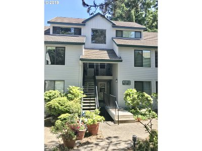 Lake Oswego Condo/Townhouse For Sale: 4000 Carman Dr #D53