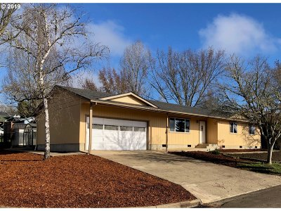 Roseburg Single Family Home For Sale: 127 Belmont Ave