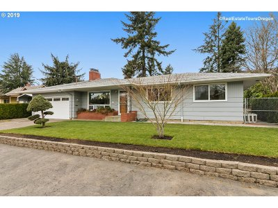 Portland Single Family Home For Sale: 8515 NE Schuyler St