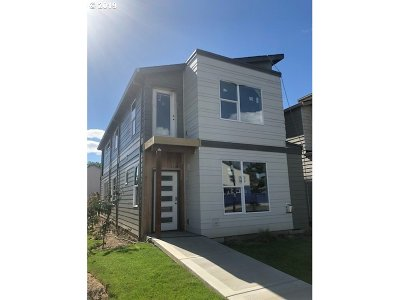Hillsboro Single Family Home For Sale: 2913 SE Brookwood Ave