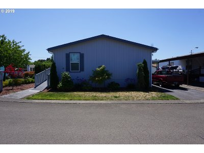 Milwaukie Single Family Home For Sale: 7455 SE King Rd #19