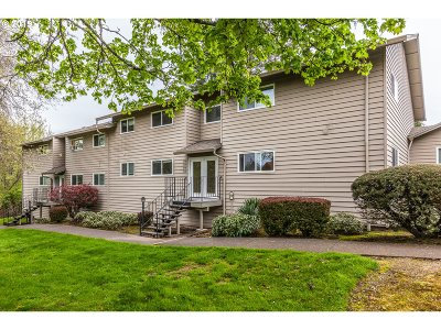 Tigard Condo/Townhouse For Sale: 11387 SW Springwood Dr #39