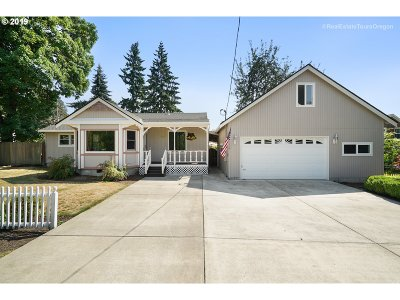 Single Family Home For Sale: 8010 SW Mapleleaf St