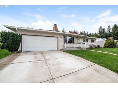 Single Family Home For Sale: 21804 SE Yamhill St
