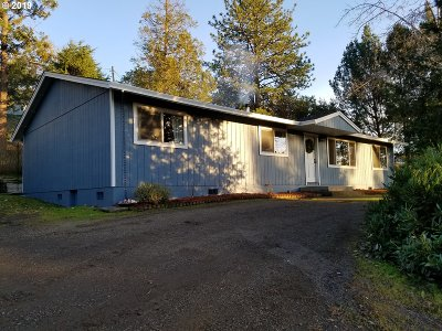 Roseburg Single Family Home For Sale: 1378 NW Grove St