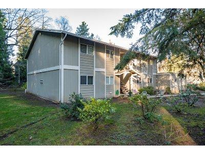 Portland Condo/Townhouse For Sale: 6610 SW Terri Ct