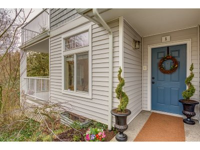 Tigard Condo/Townhouse For Sale: 13682 SW Hall Blvd #1