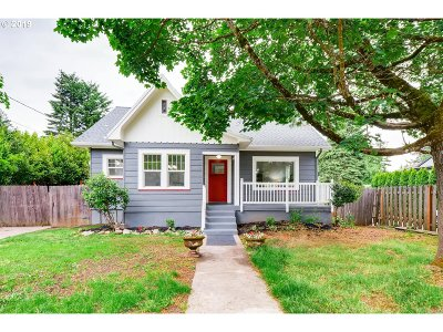 Portland Single Family Home For Sale: 3220 SE 115th Ave