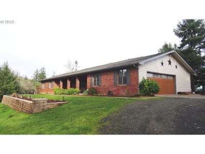 Roseburg Single Family Home For Sale: 814 Black Oak Dr