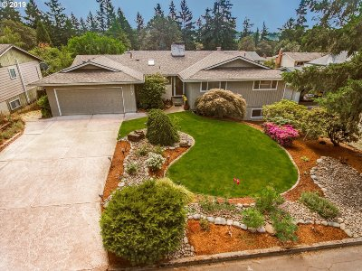 Clackamas County Single Family Home For Sale: 7570 Ridgewood Dr