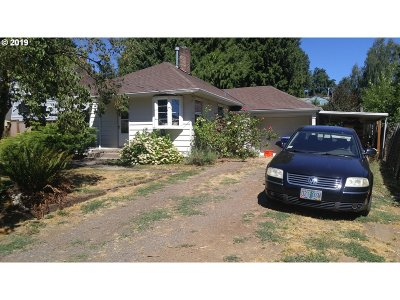 Milwaukie Single Family Home For Sale: 10692 SE 36th Ave