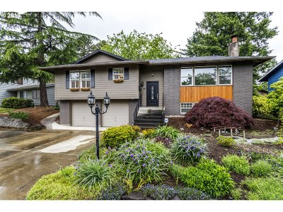 Beaverton Single Family Home For Sale: 11355 SW Bel Aire Ln