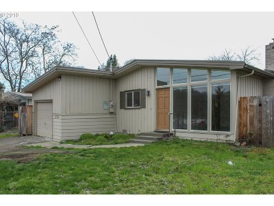 Roseburg Single Family Home For Sale: 1729 NW Mulholland Dr