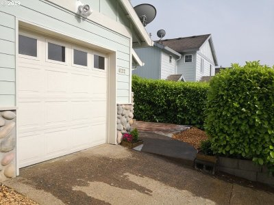 Portland Single Family Home For Sale: 4222 SE 120th Ave