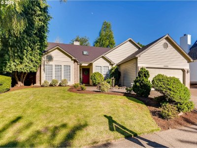 Tualatin Single Family Home For Sale: 22820 SW Vermillion Dr