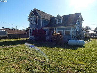 Single Family Home For Sale: 708 Railroad