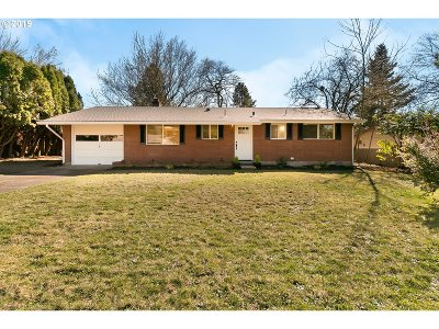Happy Valley Single Family Home For Sale: 8550 SE Spencer Dr