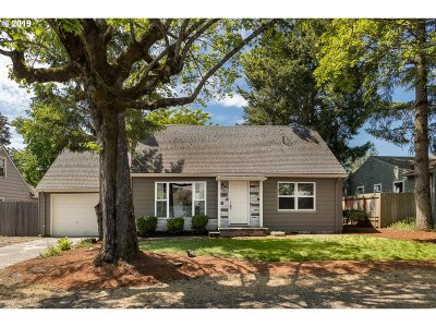 Portland Single Family Home For Sale: 4419 SE 113th Ave