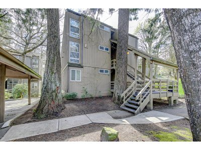 Lake Oswego Condo/Townhouse For Sale: 100 Kerr Pkwy #42