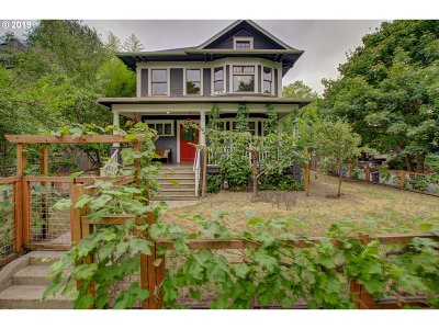 Single Family Home For Sale: 2333 NE Multnomah St
