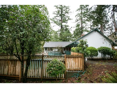 Lake Oswego Single Family Home For Sale: 1804 Oak Knoll Ct