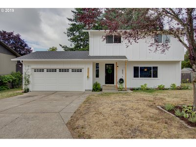 Oregon City Single Family Home For Sale: 19201 Clairmont Way