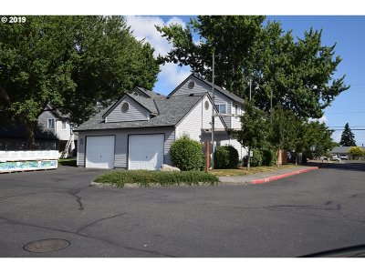 Clackamas County Condo/Townhouse For Sale: 7252 SE Thiessen Rd