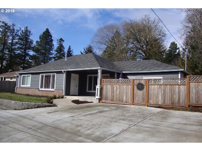 Portland Single Family Home For Sale: 6565 SW Scholls Ferry Rd