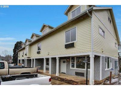 Portland Single Family Home For Sale: 10851 E Burnside St