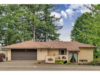 West Linn Single Family Home For Sale: 2908 Bluegrass Way